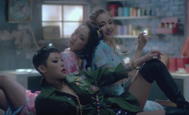 Younha - Get It (ft. HA TFELT, Cheetah)