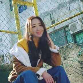 Song Review: LOONA (Yves) – New
